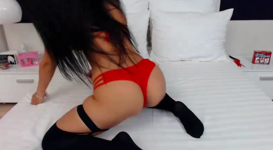 VictoriaEdison in rode lingerie