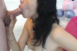 Live penis afzuigen met een Spaanse stel