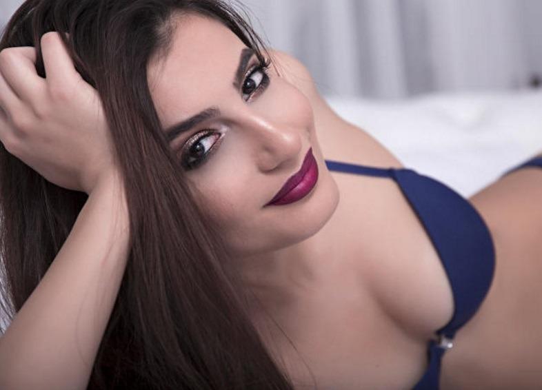 Nina gaat topless en live op maandagavond