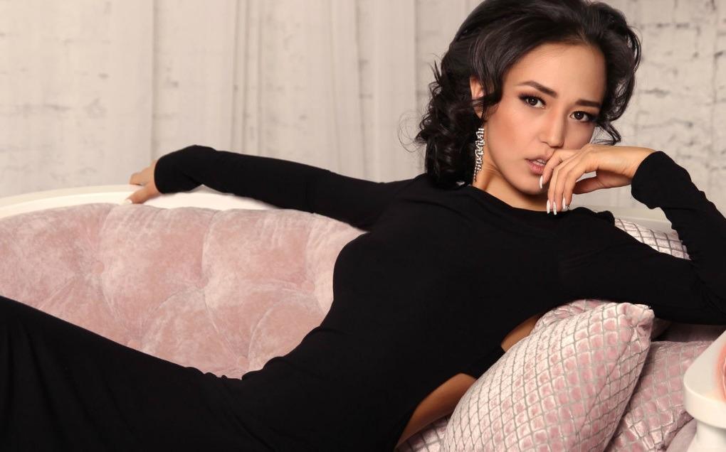 Aziatische Nicole een slanke diva