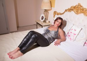 Knappe BBW in latex live show