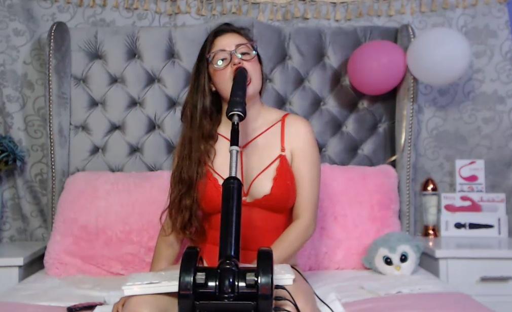 Valery gebruikt de seksmachine voor de Mond